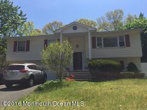 724 Valley Dr, Lakewood NJ 08701