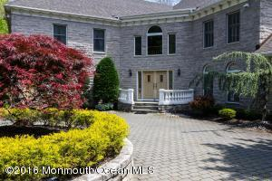 16 Red Fox Run, Manalapan, NJ 07726