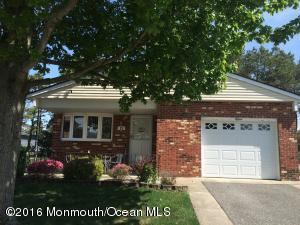 15 Chesterfield Ct Toms River, NJ 08757