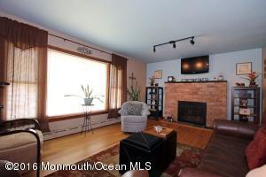 39 Lakeland Dr, Port Monmouth, NJ 07758