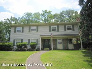 17 Meadowbrook Dr, Howell, NJ