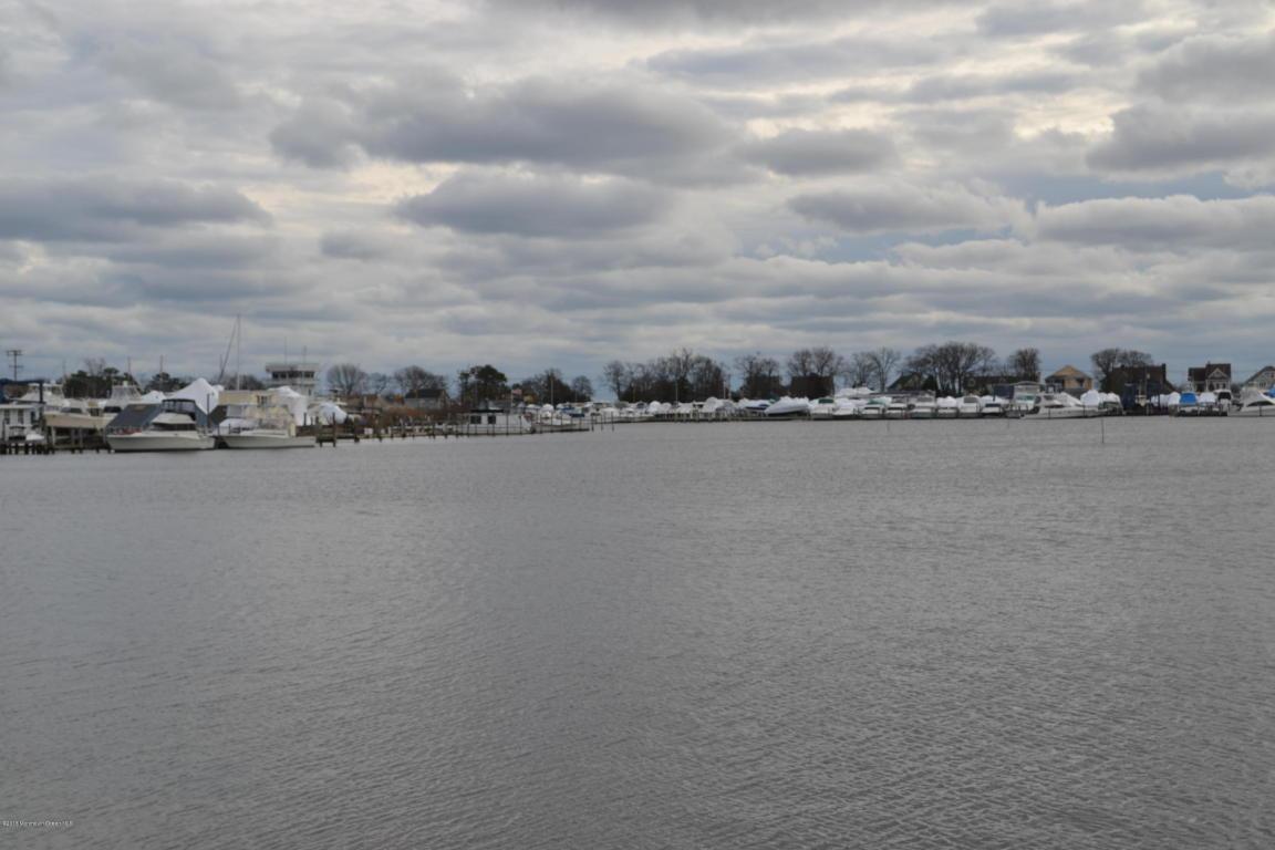 8 Hidden Harbor Drive, Point Pleasant, NJ 08742