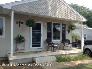 995 Mcguire Dr, Toms River, NJ 08753