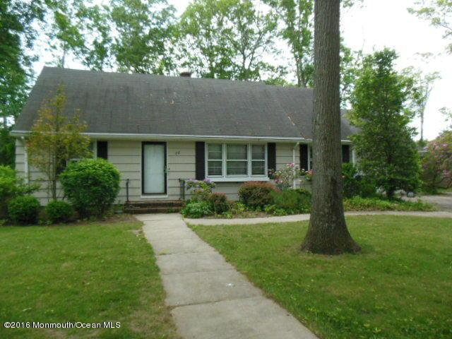 28 Cedarwood Dr, Toms River, NJ 08755