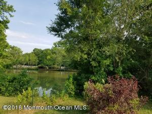 9 Columbine Cir Toms River, NJ 08755