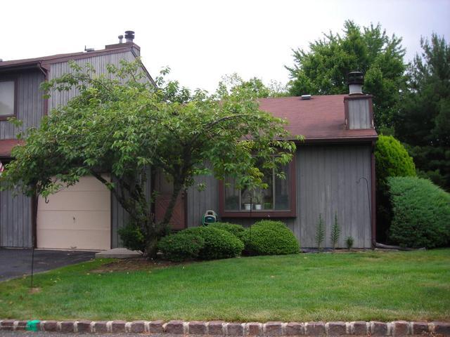 84 Reynolds Ct, Matawan, NJ 07747