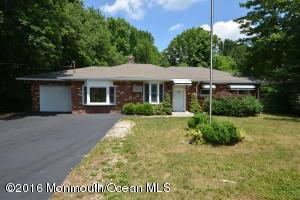 69 Harbor Rd, Morganville, NJ 07751