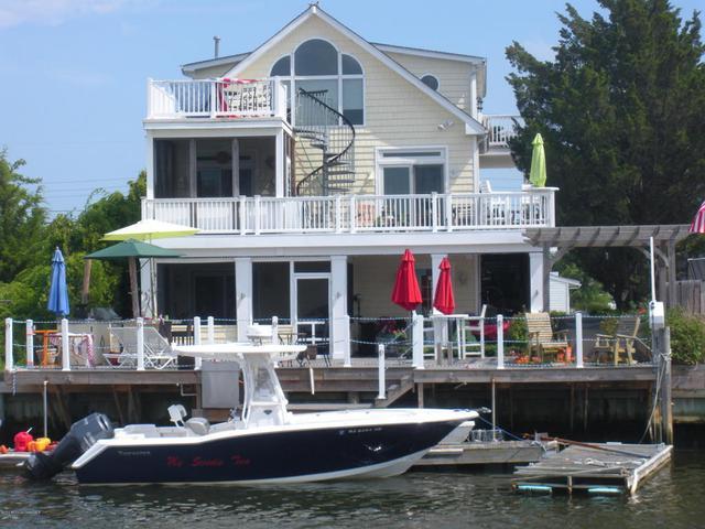 126 S Commodore Dr, Little Egg Harbor, NJ 08087