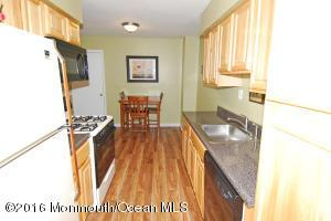 418 Oak Knoll Dr, Manalapan, NJ 07726