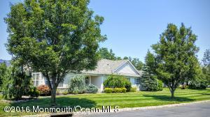88 Rosewood Dr, Lakewood, NJ 08701