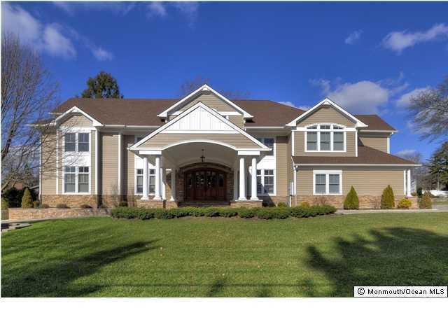 100 Cranmoor Dr, Toms River, NJ 08753