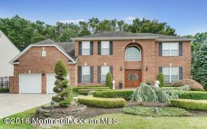 66 Crescent Ct, Morganville, NJ 07751