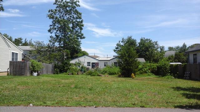 21 Holly Hill Dr, Toms River, NJ 08753