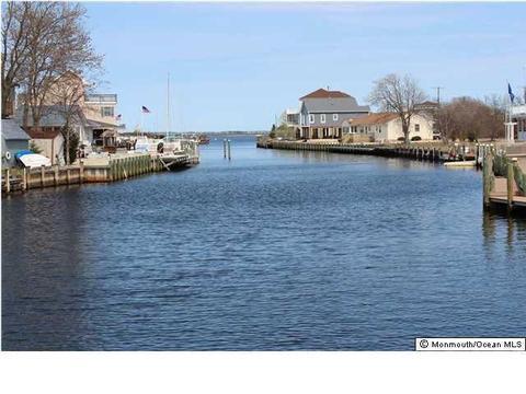 955 Meadowlark Dr, Lanoka Harbor, NJ 08734