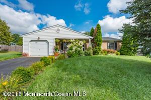 20 Maypink Ln, Howell, NJ 07731