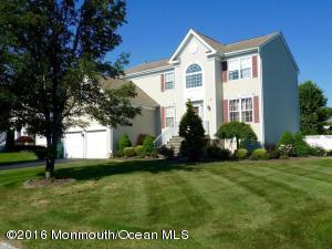 27 Inverness Dr, Marlboro, NJ 07746