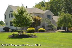 52 White Mountain Ln, Freehold, NJ 07728