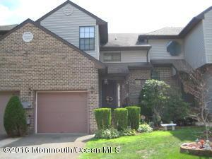 372 Oak Knoll Dr, Manalapan, NJ 07726