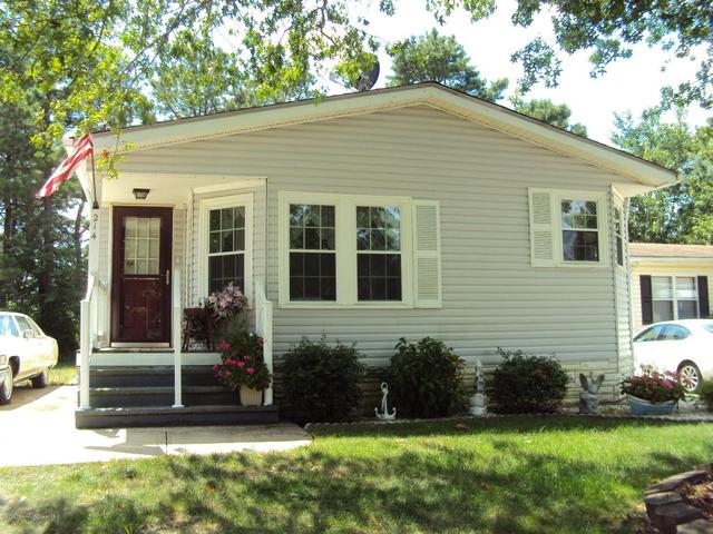 214 Holly Ct, Whiting, NJ 08759