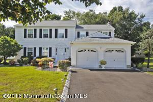 10 Reston Rd, Manalapan, NJ 07726