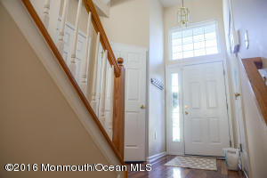 53 Rozalyn Lane, Laurence Harbor, NJ 08879