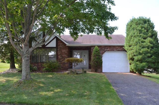 52 Lakeview Dr, Marlboro, NJ 07746