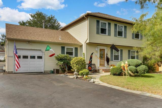 1058 Torremolinos Ct, Toms River, NJ 08753