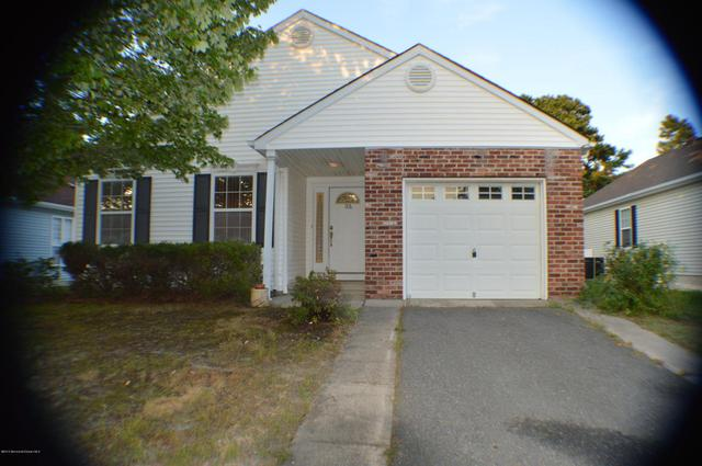 186 Canterbury Ln, Toms River, NJ 08757