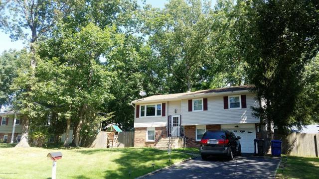 16 Oak Leaf Ln, Toms River, NJ 08755