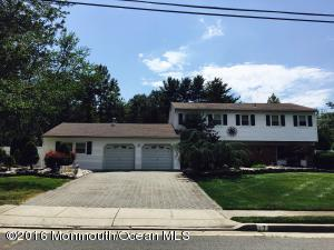 17 Calgary Cir, Morganville, NJ 07751