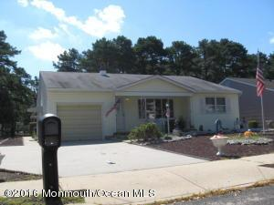 16 Beaverbrook Dr, Toms River, NJ 08757
