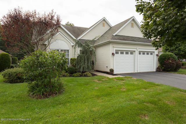 67 Rosewood Dr, Lakewood, NJ 08701