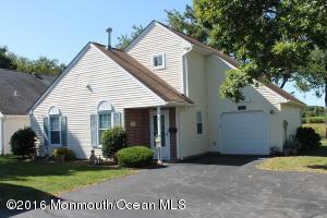 27 Farnworth Close, Freehold, NJ 07728