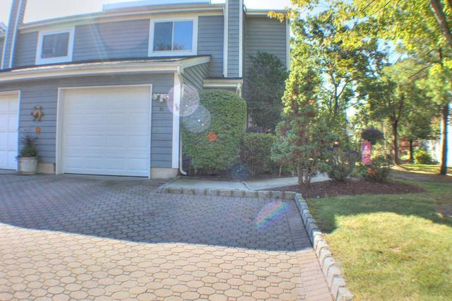 31 Rambling Meadow Ct, Tinton Falls, NJ 07724