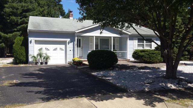 6 Dupont Ct, Toms River, NJ 08757