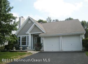 4 Fountain View Dr, Barnegat, NJ 08005