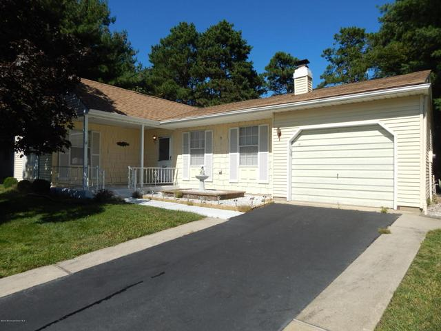 5 Valley Ct, Whiting, NJ 08759
