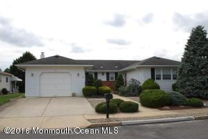 16 Piccadilly Ct, Toms River, NJ 08757