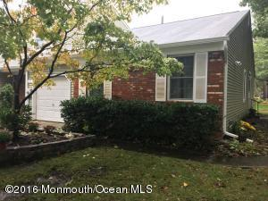 29 Oak Ln, Eatontown, NJ 07724
