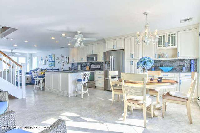 11 Cove Point Rd, Toms River, NJ 08753