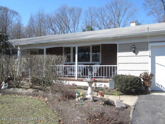 324 Twin Oaks Drive, Toms River, NJ 08753