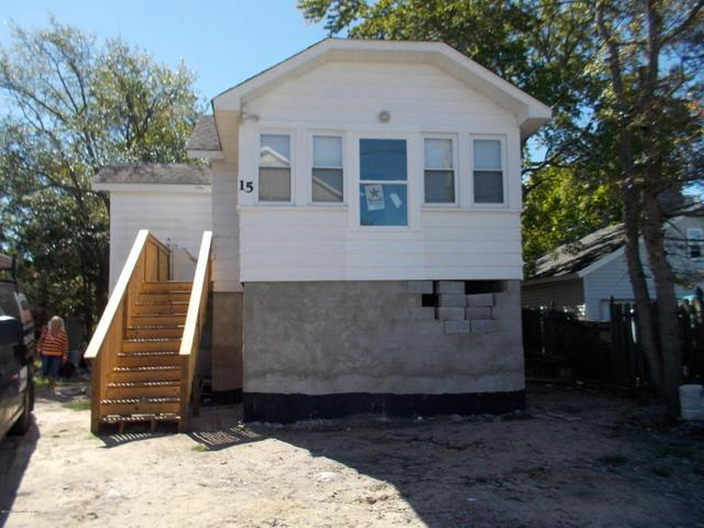 15 Shore Pine Dr, Brick, NJ 08723