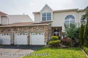 40 Kingfisher Ct, Marlboro, NJ 07746