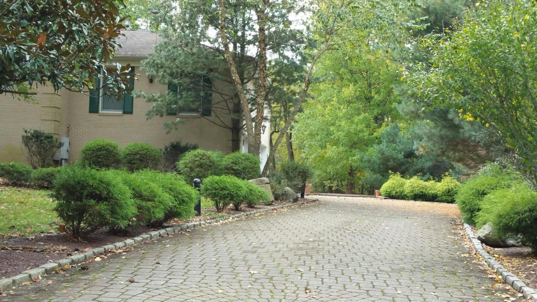 7 Beth Lane, Morganville, NJ 07751