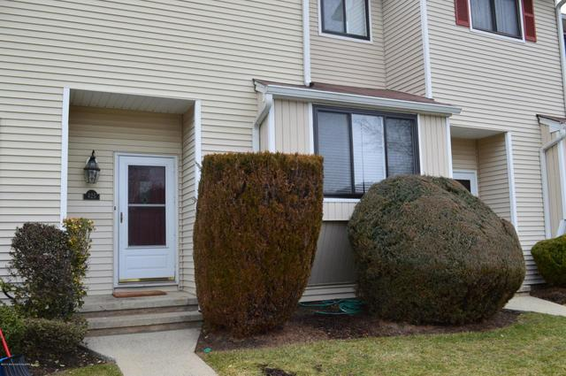 425 Middlewood Rd, Middletown, NJ 07748