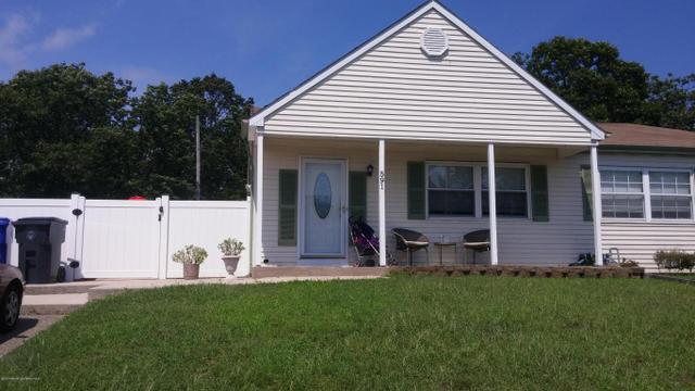 591 Innkeeper Ln, Toms River, NJ 08753