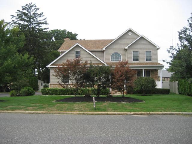 15 Community Dr, West Long Branch, NJ 07764