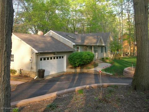 68 Reids Hill Rd, Morganville, NJ 07751