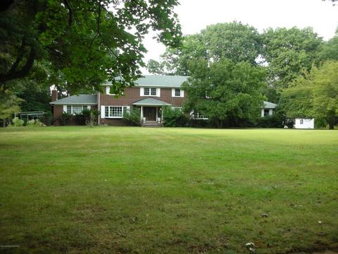 11 Page Dr, Red Bank, NJ 07701