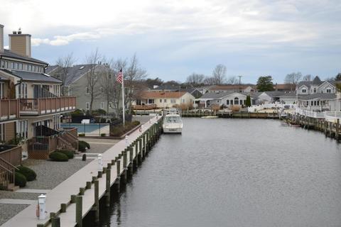 6 Hidden Harbor Dr, Point Pleasant, NJ 08742